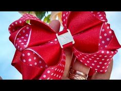 Diy Lace Ribbon Flowers, Diy Ribbon, Ribbon Bows, Fabric Flowers, Diy Hair Bows, Diy Bow, Gift Wrapping Bows, Fabric Wall Art, Bow Accessories