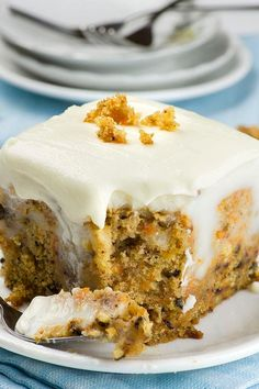 If you are looking for new and fun Easter ideas to try this spring, this easy dessert recipe for Carrot Cake Poke Cake is the best Easter treat that you can make for your family. Brownie Desserts, Oreo Dessert, Mini Desserts, Easy Desserts, Delicious Desserts, Yummy Food, Poke Cake Recipes, Poke Cakes, Dessert Recipes