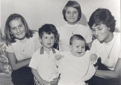 Five of the 6 children of Princess Editha of Bavaria.  The girls are, L-R, Carlotta, Antonia, and Serena Brunetti, Editha's children with her 1st husband, Tito Brunetti.  The 2 boys are Andreas and Christian Schimert, Editha's children with her 2nd husband, Prof. Gustav Schimert.  Princess Editha and Prof. Schimert also had a 3rd son, Constantin, whom I'm trying to find pics of.