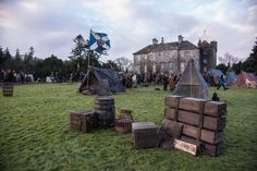 Here are 4 NEW BTS HQ Stills from Outlander Season 2 Episodes 2×12 and 2×13 More after the jump!