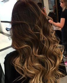 Projeto Along Hair – Recupere em 30 dias Brown Hair Balayage, Brown Blonde Hair, Hair Color Balayage, Dark Brunette Hair, Hair Highlights, Ombre Hair, Brunette Color, Blonde Balayage, Dark Curly Hair