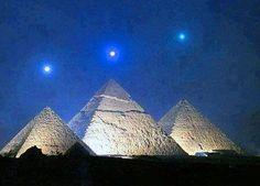 Drei Engel über drei Pyramiden
