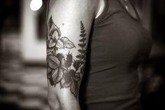 Trillium tattoo. Want.