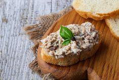 Villámgyors tonhalkrém, ahogy Házisáfrány készíti | Mindmegette.hu Tuna Salad, Egg Salad, Nutella, Curry, Stuffed Mushrooms, Stuffed Peppers, Executive Chef, Short Ribs, Meals For One