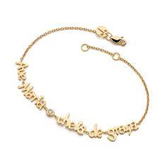 Pulseira folheada a ouro 18k com ponto de zircônia. Escrita Ave Maria cheia de Graça. Regulagem de tamanho na correntinha da pulseira.