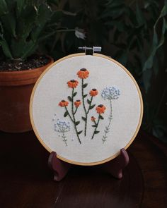 Modern Embroidery, Floral Embroidery, Dandelions, Creative Things, Fabric Art, Daisies, Stitching, Clay, Live