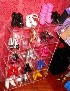DIY and Better Barbie Dollhouses and Furniture. tackle box organizer for shoes! Diy Barbie Furniture, Diy Dollhouse Furniture Easy, Dollhouse Ideas, Miniature Furniture, Barbie Doll House, Barbie Dream House, Barbie Dolls, Barbie Stuff, Barbie Shoes