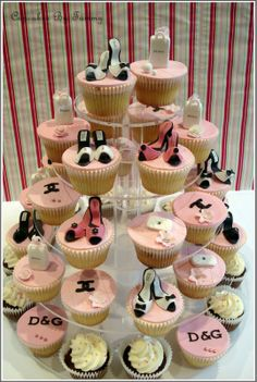 Lush Fab Glam: Deliciously Beautiful Cakes & Cupcakes For Your Summer Event. Cupcakes Design, Shoe Cupcakes, Cupcake Cakes, Cupcake Tree, Purse Cupcakes, Girl Cupcakes, Themed Cupcakes, Yummy Cupcakes, Birthday Cupcakes