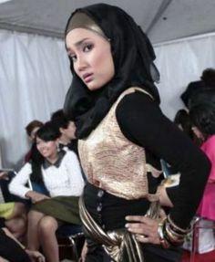 Mau lihat model rambut artis terkini?, lihat Disini: http://www.selebnews.com/2013/05/6404/menangkan-hati-indonesia-fatin-diajak-main-film-di-eropa.html
