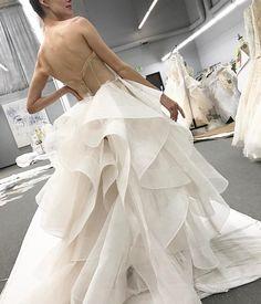 "8,153 Me gusta, 70 comentarios - Monique Lhuillier (@moniquelhuillier) en Instagram: ""Working on bridal ✂️✂️ My creative process xM #moniquelhuillier #weddingwednesday #wedding #bride…"""