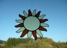 Tato originální ruční práce provedená technikou Tiffany přináší krásu a potěšení do našeho domova. http://www.cestabylin.cz/slunce-zavesna-dekorace/detail-94-1075.html