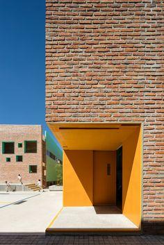 Gallery of Taleny School / Aro Estudio - 8
