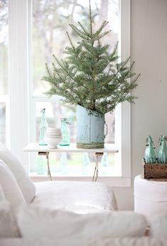 Dreamy Whites: French Farmhouse meets Christmas Tree