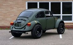 "VW Bug ""Poisoned""?? I like this i have a 1974 super buttel that would look good raised up like this."