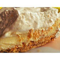 サクッとした生地と甘酸っぱいレモンの爽やかさがマッチしたレモンパイ。見た目もお洒落で、一口食べると、リッチな気分になれますよね…実は、このレモンパイ、ちょこっと手をかければ、おうちでも手作りする事が出来るんですよ!