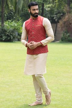 Buy Beautiful Maroon Jacket with contrast Kurta Set - from a classic range of Nehru & Modi Jackets at Manyavar. Adorn a jacket from our collection to enhance your traditional wear & Kurta Pajamas. Indian Wedding Clothes For Men, Wedding Kurta For Men, Wedding Dress Men, Indian Wedding Outfits, Wedding Poses, Wedding Men, Wedding Outfits For Men, Wedding Sherwani, Wedding Attire