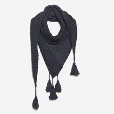 Pick up this kit to DIY a tassel knit scarf.