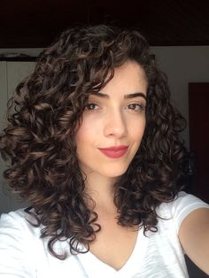 Perfect medium sized curly hairstyles for women to create a .- Perfect medium curly hairstyles for women to get a stylish look . Perfect medium-sized curly hairstyles for women to get a stylish look # Women's hairstyles . Curly Hair Styles, Short Curly Hair, Wavy Hair, Natural Hair Styles, Curly Girl, Curly Hairstyles For Medium Hair, Curly Hair Layers, Curly Medium Length Hair, Natural Curls