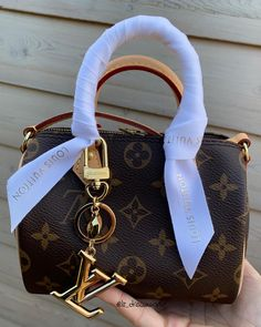 Luxury Purses, Luxury Bags, Replica Handbags, Purses And Handbags, Gucci Purses, Fake Designer Bags, Mini Mochila, Latest Bags, Chanel Purse