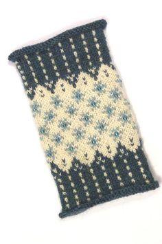 FROZINA Sterne Perlen petrol türkis gestrickt handgestrickt Pulswärmer Stulpen Armstulpen Handstulpen fair isle unikat individuell Geschenk Knitting For BeginnersKnitting For KidsCrochet PatternsCrochet Amigurumi Fair Isle Knitting, Free Knitting, Thread Crochet, Crochet Yarn, Knitting Designs, Knitting Projects, Knitting Tutorials, Motif Fair Isle, Knitting Patterns
