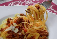 Baked Spaghetti is hearty and family friendly with a crispy cheesy top layer and meat filling; your kids will ask for baked spaghetti every week! Baked Spaghetti Casserole, Spaghetti Meat Sauce, Spaghetti Recipes, Pasta Spaghetti, Bolognese, Homemade Meat Sauce, Canned Tomato Soup, Anti Inflammatory Recipes, Fun Cooking