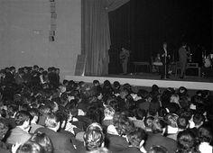 Johnny est sur la scène du théâtre municipal du Mans ! Nous sommes le 5 mars 1963.