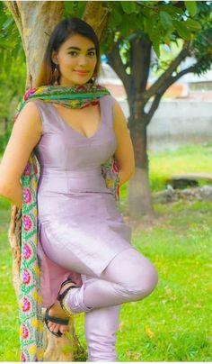 Punjabi dress hot Beautiful Girl In India, Beautiful Girl Photo, Beautiful Asian Girls, Indian Actress Hot Pics, Most Beautiful Indian Actress, Desi Girl Image, Indian Girls Images, Beauty Full Girl, Indian Beauty Saree