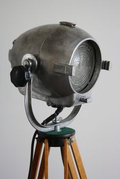 Vintage theatre light: for your own show nights!