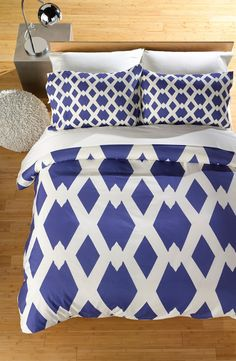 Lend mod geometric appeal to the bedroom décor with this chic diamond-printed blue and white bedding.