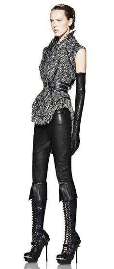Alexander mcqueen look at those amazing shoes. this would be a dream outfit… Dark Fashion, Leather Fashion, High Fashion, Fashion Show, Womens Fashion, Fashion Design, Avangard Fashion, Runway Fashion, Alexandre Mcqueen