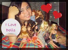 Gleice Freitas: Nascida em São Bernardo do Campo, São Paulo, em 1994, é estudante de psicologia, dona do blog: http://adollmidge.blogspot.com.br  e colecionadora de bonecas Barbie. Nas horas vagas, gosta de fotografar, ler e compartilhar coisas bacanas no seu blog.