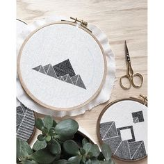 @s.lapre is totally on point with this insanely beautiful needlepoint! :ok_hand: