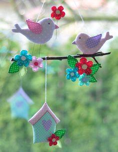 Kolorowa girlanda z ptaszkami. Idealny prezent dla dzieci. Same kolory wiosny :) Szerokość ptaszków licząc od dzióba do ogonka 12,5 cm i 11,5 cm. Dł domku 11 cm Średnica kwiatków 5 cm, 4 cm,... Fabric Animals, Owl Crafts, Needle And Thread, Baby Quilts, Christmas Ornaments, Holiday Decor, Pretty, Diy, Sewing Ideas