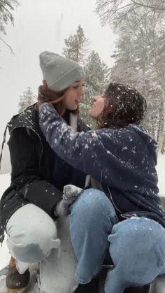 Cute Lesbian Couples, Lesbian Love, Cute Couples Goals, Cute Relationship Goals, Cute Relationships, Want A Girlfriend, I Need Love, Teen Romance, Couple Aesthetic