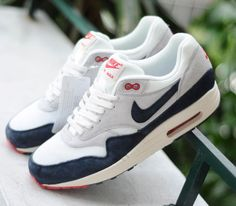 Nike Air Max 1 OG Vintage Dark Obsidian Neutral Grey (Spring 2013)  I had these years ago in light blue/white
