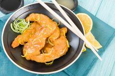 Cómo hacer pollo al limón chino. ¿Te encanta el pollo al limón que sirven en los restaurantes chinos y quieres saber cómo prepararlo? Lo cierto es que no tiene demasiado misterio, pero la combinación del pollo con este cítrico es rea...