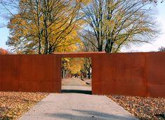 WES-Gedenkstaette-Esterwegen-04-Trichtertor-Foto-WES « Landscape Architecture Works | Landezine
