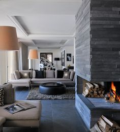 25 modern living room fireplace decoration for cozy home ide Design Salon, Küchen Design, Design Hotel, Luxury Homes Interior, Home Interior Design, Stone Fireplace Designs, Stone Fireplaces, Stone Interior, Living Room With Fireplace