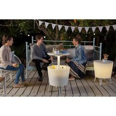Keter Illuminated Coolbar Koelbox Keep it coooool Ice Cooler, Cool Tables, Relaxing Day, Cool Bars, Home And Garden, Lights, Table Decorations, Outdoor Decor, Gardens