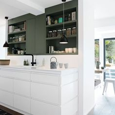 nice Idée relooking cuisine - contemporary white kitchen with white and dark grey cabinets. Home Kitchens, Kitchen Remodel Small, Kitchen Design, White Modern Kitchen, Kitchen Decor, Kitchen Interior, Kitchen Style, Kitchen Cabinets, Trendy Kitchen