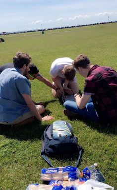 Sunday 21st May 2017: how many students does it take to light a BBQ? 🤔 such a lovely day spent in the sunshine ☺️