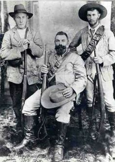 The Warfare Historian: Great Anglo-Boer War, Part I: Triumph of the Boer and his Mauser Rifle My great grandfather Thomas William Dorey and 2 of his sons Pieter Daniel and Carles Edward Dorey of to war Colonial, War Novels, Army Uniform, Historical Pictures, African History, American Revolution, Show Photos, British History, Military History
