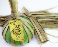 Straw-Strung Wrappers - This Thai Pomelo Packaging Puts a Pesky Plant to Good Use Vegetable Packaging, Fruit Packaging, Brand Packaging, Packaging Ideas, We Do Logos, Fruit Box, Fruit Fruit, Fruit Juice Recipes, Creativity And Innovation