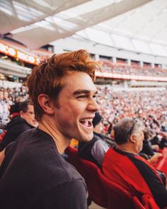 KJ Apa aka Archie Andrews from CW's Riverdale. He is a beautiful human being Kj Apa Riverdale, Riverdale Archie, Riverdale Cast, Vanessa Morgan, Beautiful Boys, Pretty Boys, Beautiful Flowers, Betty & Veronica, Archie Andrews