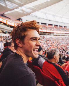 KJ Apa aka Archie Andrews from CW's Riverdale. He is a beautiful human being Kj Apa Riverdale, Riverdale Archie, Riverdale Cast, Vanessa Morgan, Tumblr Boys, Beautiful Boys, Pretty Boys, Beautiful Flowers, Petsch
