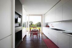 Casa LP : Cucina moderna di Studio Gerosa: https://www.homify.it/librodelleidee/24268/5-idee-per-arredare-la-cucina-con-il-nero
