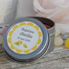 Bougie personnalisée pour baptême de petite fille - illustration poussins et oiseaux jaunes et taupe - cadeau invités