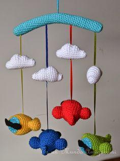 Es un Mundo Amigurumi: Móvil Aviones Crochet Baby Mobiles, Crochet Mobile, Crochet Baby Toys, Crochet Wool, Crochet For Boys, Crochet Gifts, Baby Knitting, Baby Crafts, Diy And Crafts