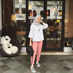 42 Ideas fashion hijab casual dresses muslim for 2019 Hijab Casual, Ootd Hijab, Hijab Chic, Hijab Dress, Hijab Mode Inspiration, Fashion Pants, Fashion Outfits, Dress Fashion, Hijab Stile