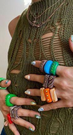 ¡Agrega color y alegría a tus outfits! Te dejamos algunas opciones que te van a encantar. #accesorioscoloridos #outfits #collares #aretes #lentesdellamas #buckethat #dijesdeporcelana Fimo Ring, Polymer Clay Ring, Funky Jewelry, Cute Jewelry, Jewelry Accessories, Diy Clay Rings, Nail Ring, Chunky Rings, Bijoux Diy